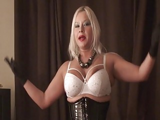 Blondie tells her submissive slave to drink up her pee